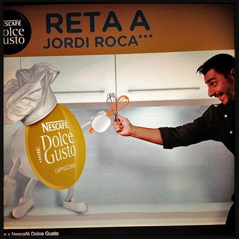 Sellel pildil möllab Nescafe kapsliga selle aasta maailma parima restorani üks chef ja omanik.