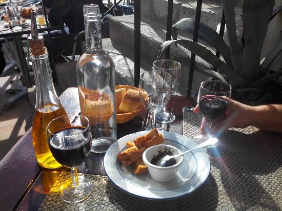 apero-vin-et-tapenade