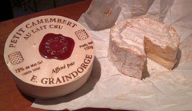 petit-camembert-cheese-by-e-graindorge