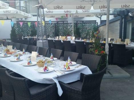 Lauad kaetud, ootamas külalisi